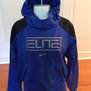 Nike Therm-Fit pullover hoodie. Boys